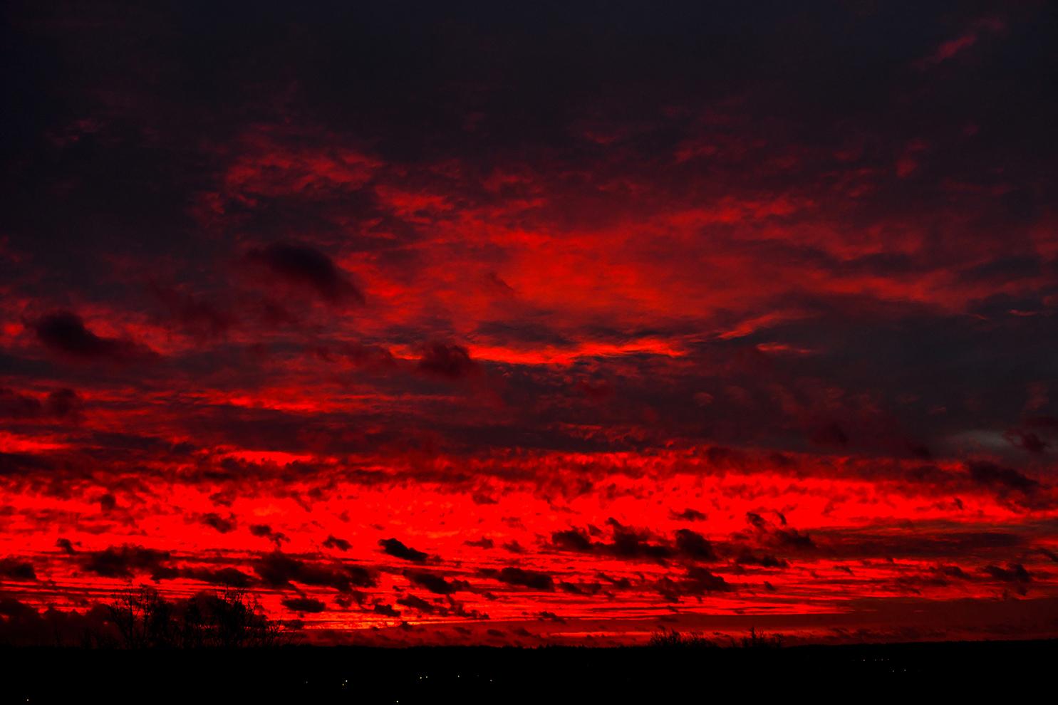 Zondag 9 februari 2020 's morgens om 07.57 uur kleurde de hemel 'vlammend' rood - Foto: ©Louis Fraanje