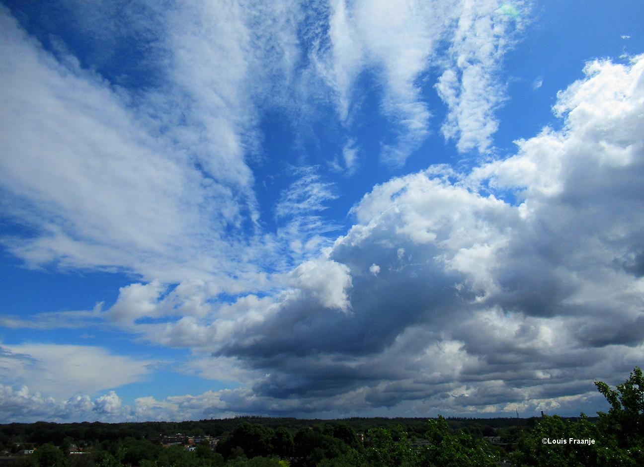 Een prachtige wolkenlucht op zondag 7 juni zo rond het middaguur - Foto: ©Louis Fraanje