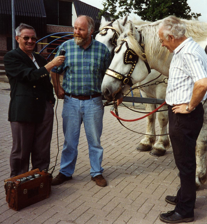 Radio-opname over de Hessenvoerlui met de paarden bij Henk Vink in Barneveld - Foto: Archief Louis Fraanje