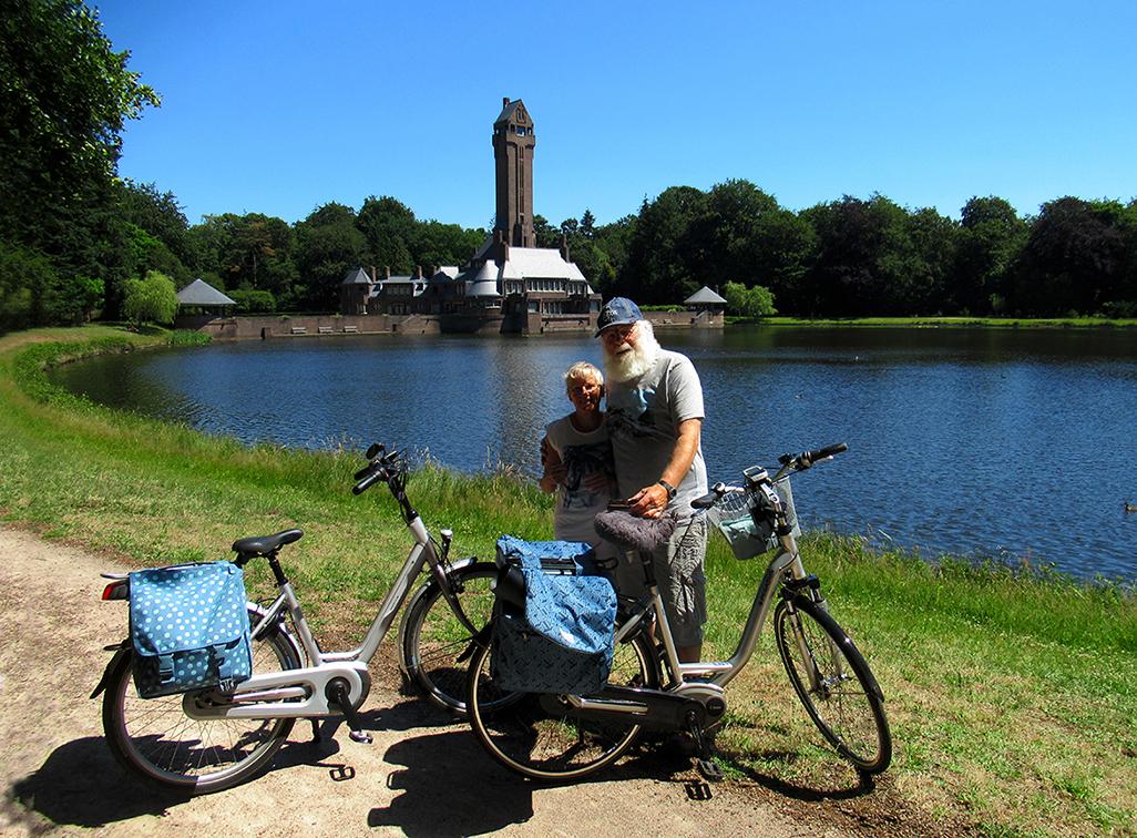 Samen op de plaat bij het oude Jachthuis Sint Hubertus - Foto: ©Bergschenhoek-Fransien & Louis Fraanje