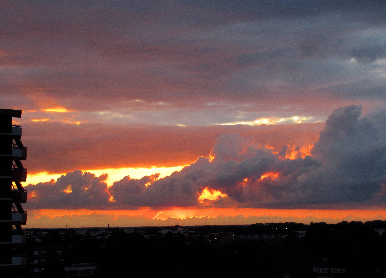 Toen de avondzon onderging, kwamen donkere wolken aanrollen en ontvouwde zich een 'adembenemend schouwspel - Foto: © Louis Fraanje