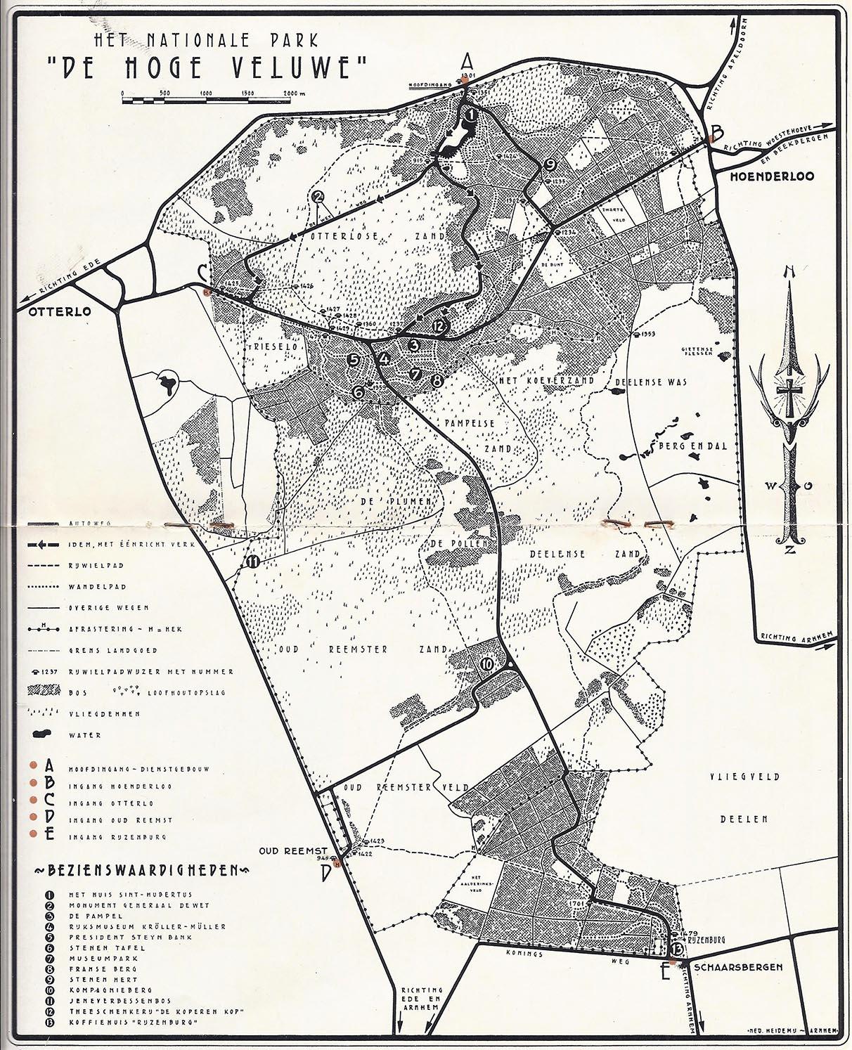 """Deze kaart van """"Het Park"""" staat in de """"Handleiding voor de bezoekers"""", uitgegeven t.g.v. het 20-jarig bestaan van """"De Hoge Veluwe""""in 1955met tekst van A.B. Wigman."""