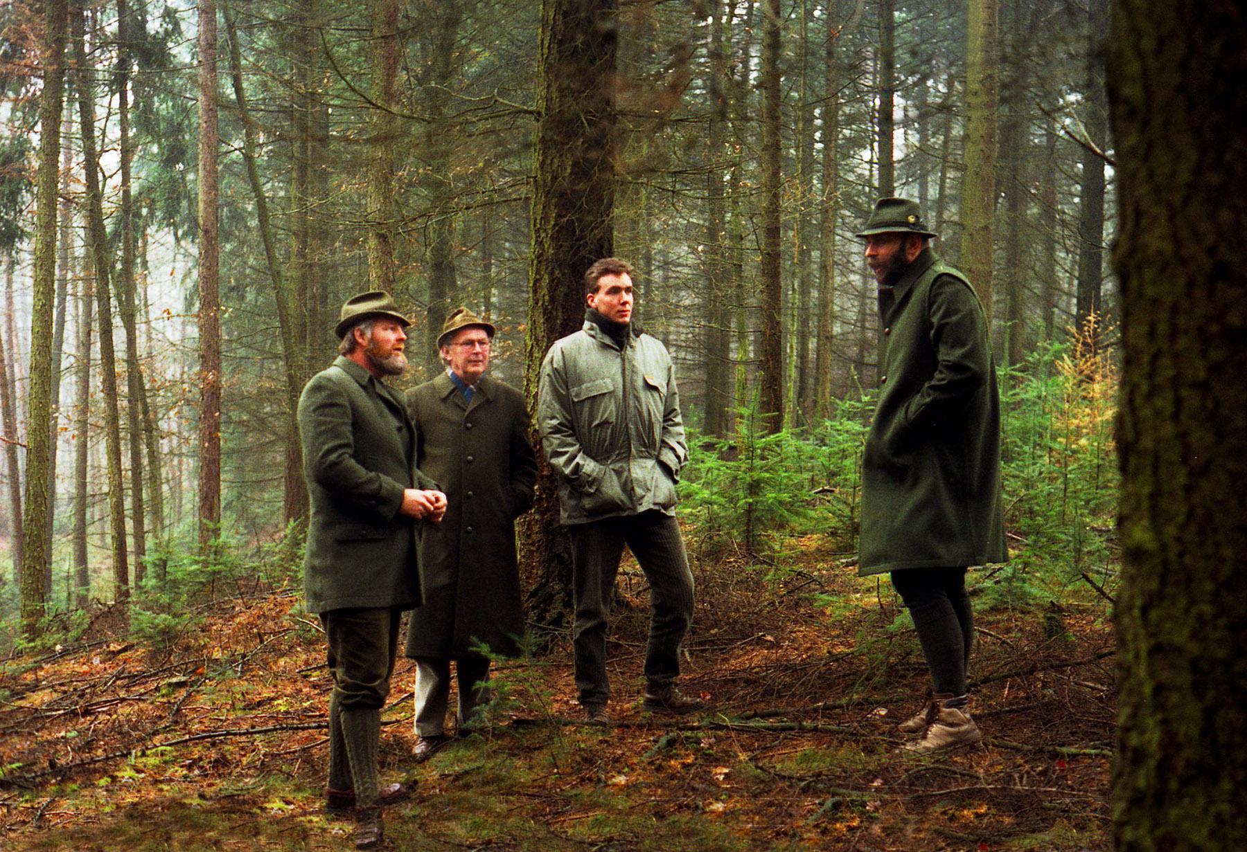 Daarna gaan we het bos in, waar boswachter Herman Linde het allemaal wat duidelijker belicht - Foto: ©JGS/Koen Huppelschoten