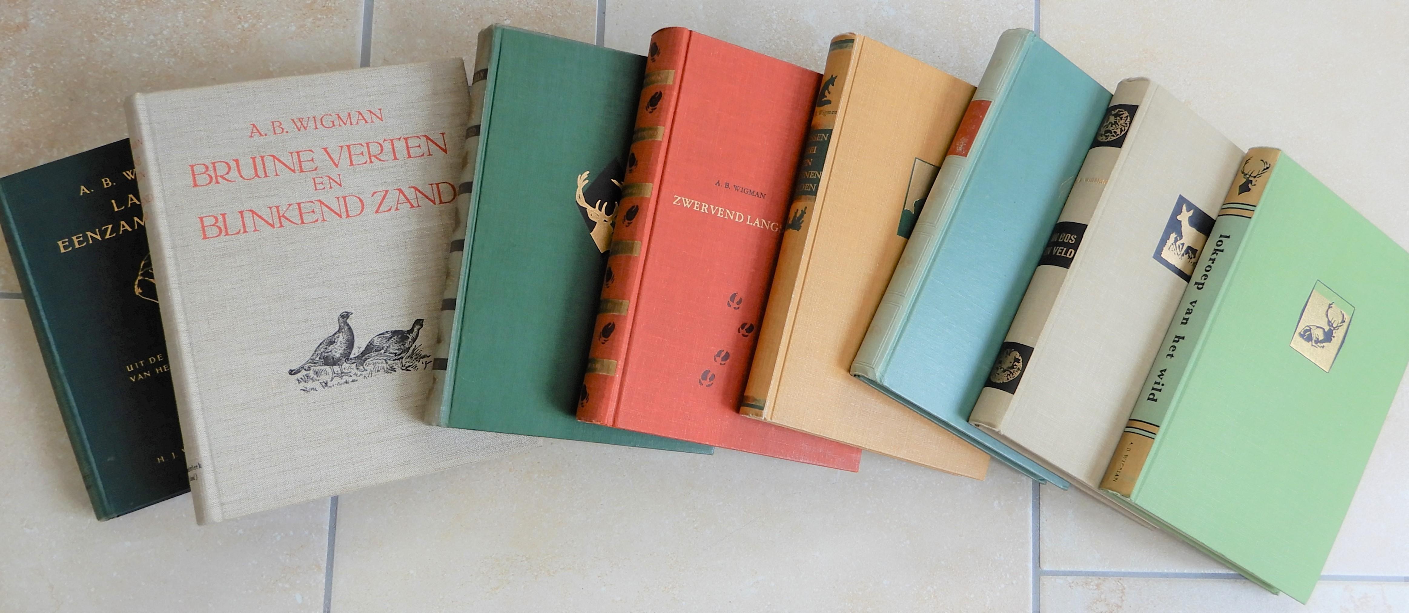 Ze kregen allemaal een prominente plek in onze boekenkast - Foto: Henk Stel