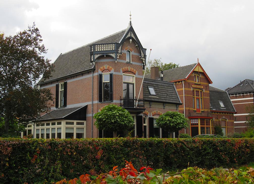 Twee prachtige villa's aan de Spoorstraat in Barneveld - Foto: ©Louis Fraanje