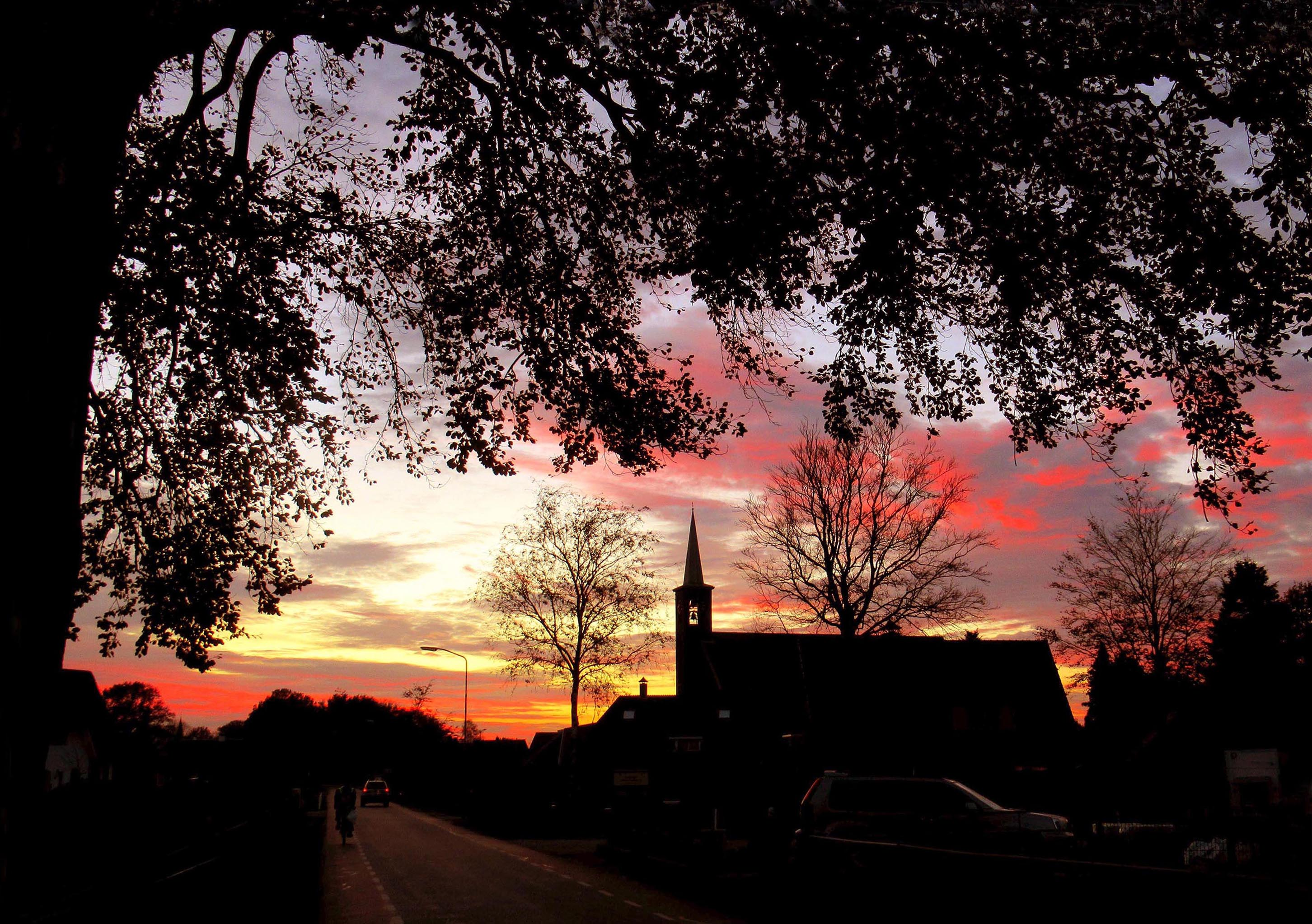 Prachtig avondrood toen we over de Vierhouterweg Elspeet binnenreden - Foto: ©Louis Fraanje