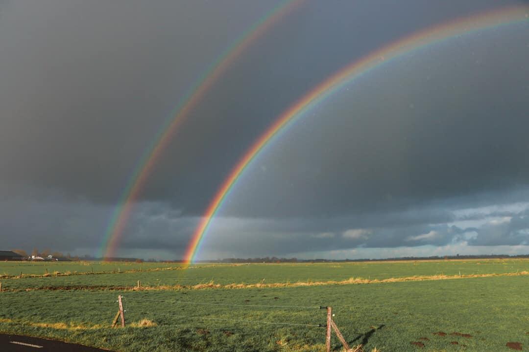 Onderaan de regenboog zijn de prachtige kleuren nog beter zichtbaar - Foto: ©Aalt Westerbroek