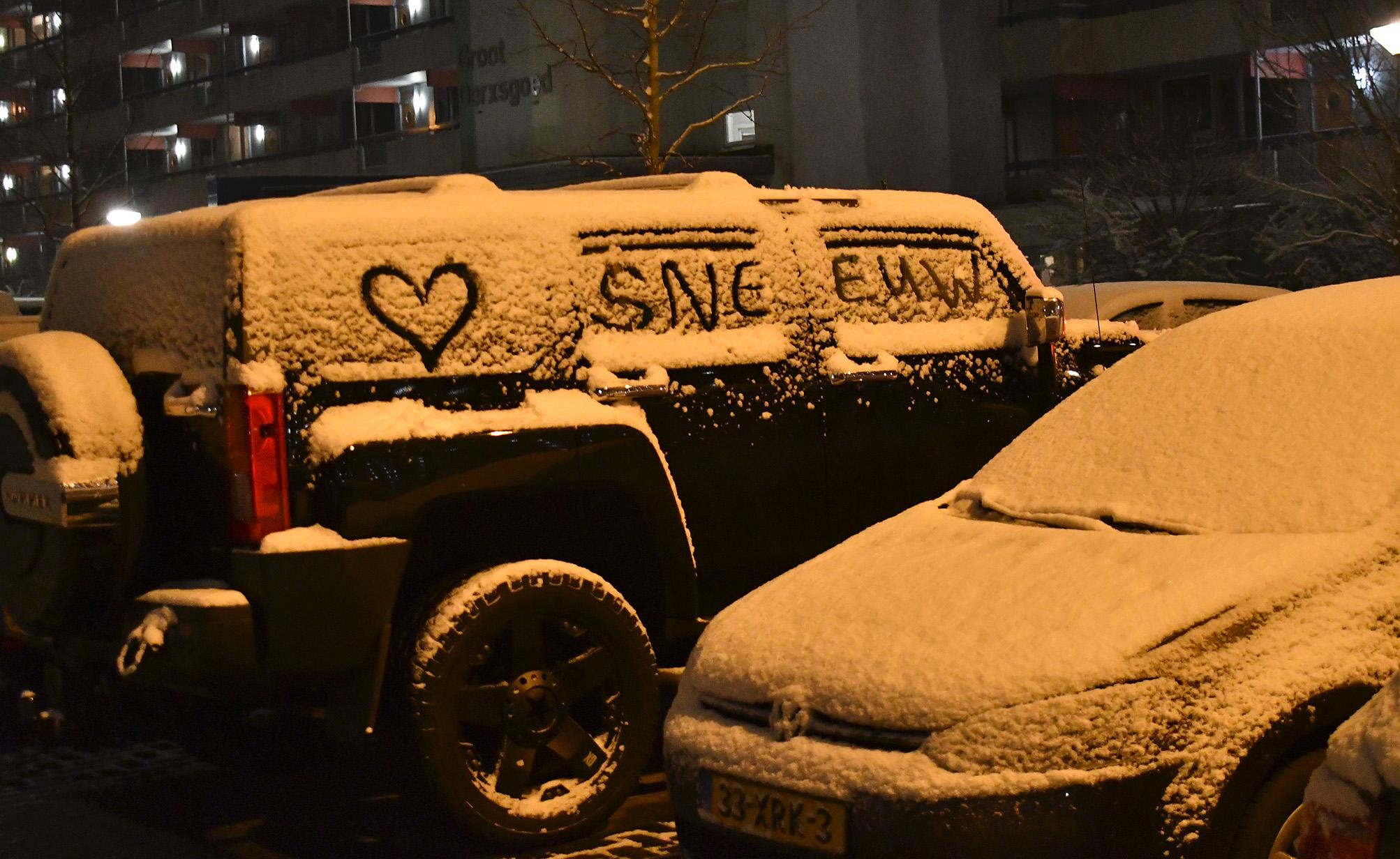 Och het was niet zo veel sneeuw, maar iedereen vond het mooi, getuige deze tekening op een jeep - Foto: ©Louis Fraanje