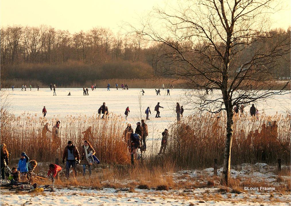 Vanuit Uddel en omgeving komen de liefhebbers naar het Uddelermeer toe om te schaatsen - Foto: ©Louis Fraanje