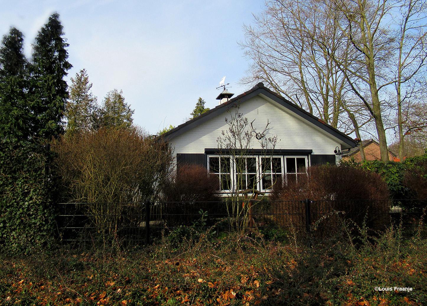 Het voormalige huis van kunstschilder Chris ten Bruggen Kate(1920-2003) en Leni ten Bruggen Kate aan de Veldweg in Nunspeet - Foto: ©Louis Fraanje