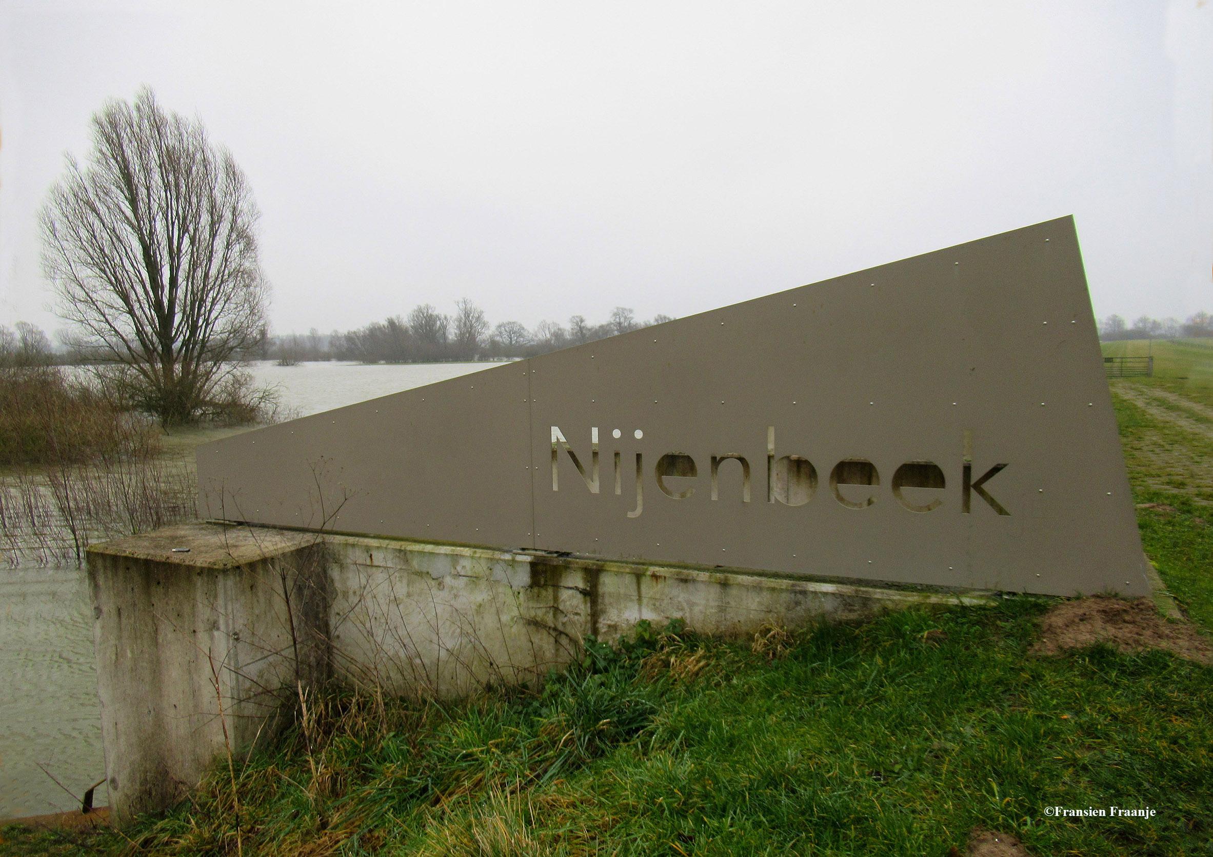 """We starten bij het Gemaal Nijenbeek. In het midden van de jaren 70 van de vorige eeuw is er een dijk en een gemaal gebouwd om de Voorsterbeek op peil te houden. In 2016 is er een gemaal gereed gekomen om het gebied dat in het kader van het project """"Ruimte voor de rivier"""" onder kan lopen, weer kan droog leggen als het waterpeil in de IJssel zakt. - Foto: ©Fransien Fraanje"""