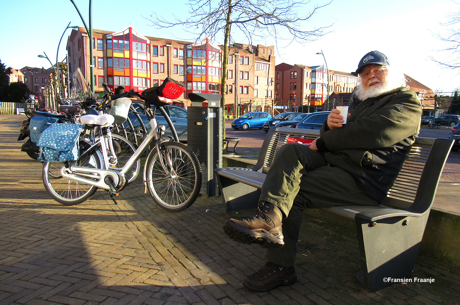 Even lekker uitrusten op een bankje bij het Gowthorpeplein in Barneveld - Foto: ©Fransien Fraanje
