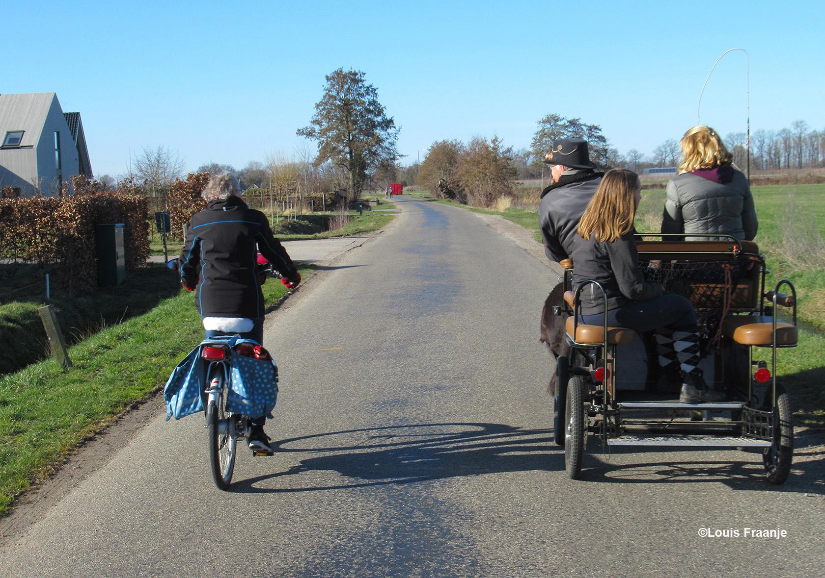 Fransien wilde verderop, dus inhalen die wagen - Foto: ©Louis Fraanje