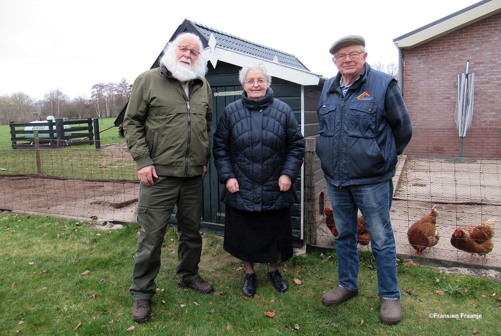 Hier sta ik samen met mijn oudste zus Hennie en zwager Henk Jan Bettink in Stroe - Foto: ©Fransien Fraanje