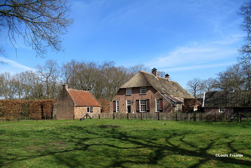 En natuurlijk even stoppen bij de prachtige oude boerderij De Slijpkruik - Foto: ©Louis Fraanje