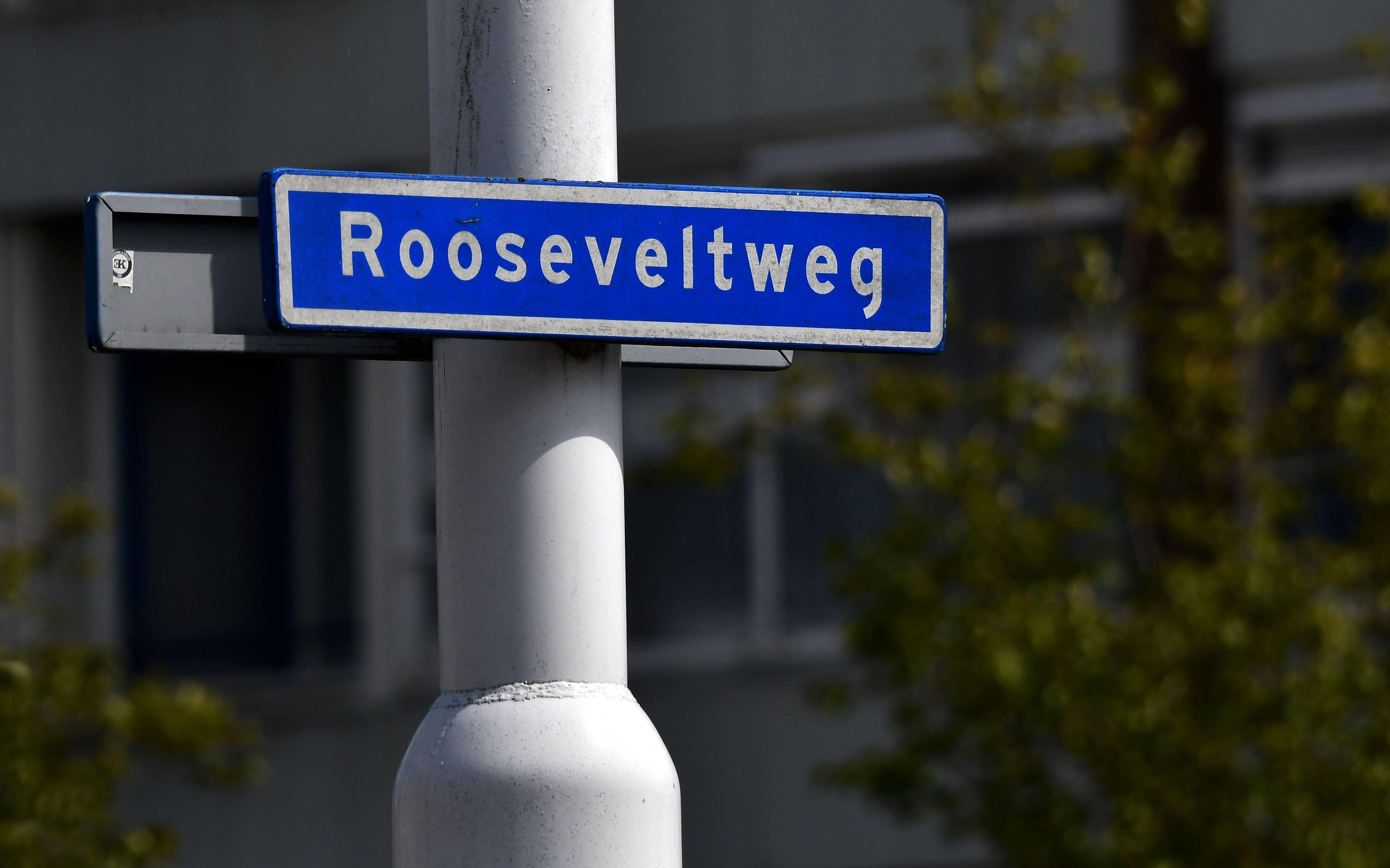 De Rooseveltweg in Wageningen, die op 13 mei 1968 genoemd is naar Franklin Delano Roosevelt 1882-1945 32e president Verenigde Staten van Amerika 1933-1945. - Foto: ©Louis Fraanje