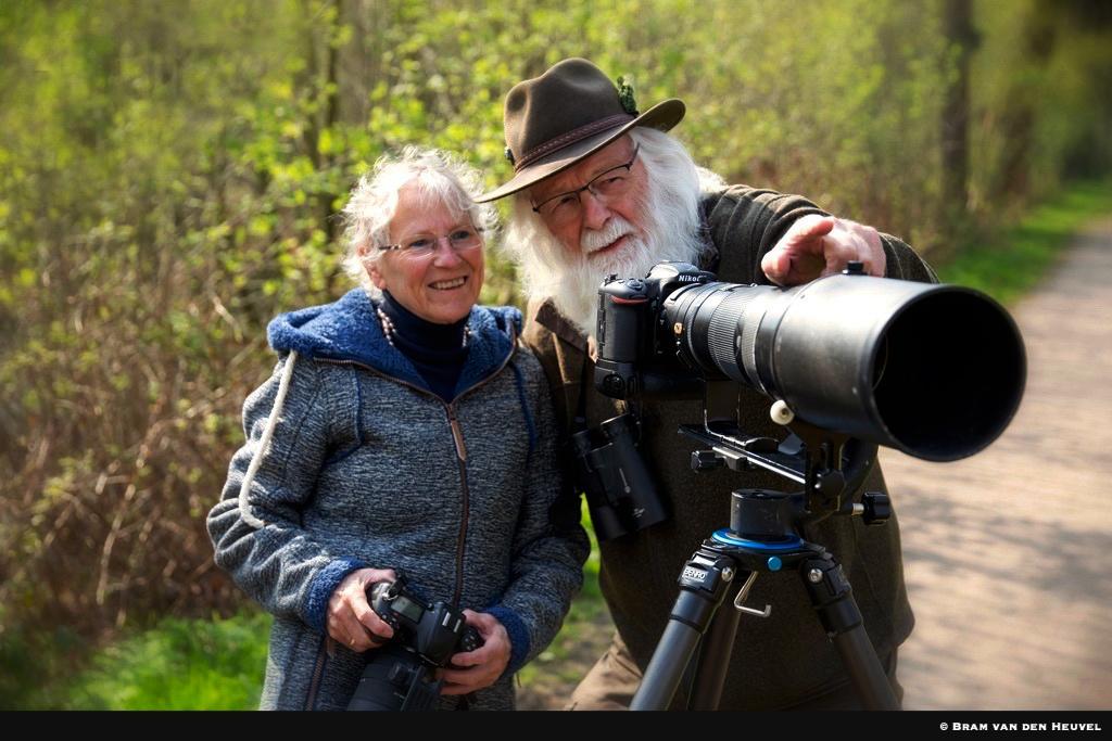Fransien en Louis Fraanje op zoek naar mooie natuurbeelden - Foto: ©Bram van den Heuvel