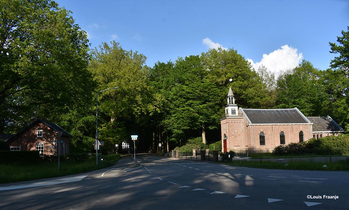 Een mooi overzicht, met links het Tolhuis, in het midden zie je nog iets van het Kasteel Staverden en rechts de Kapel - Foto: ©Louis Fraanje