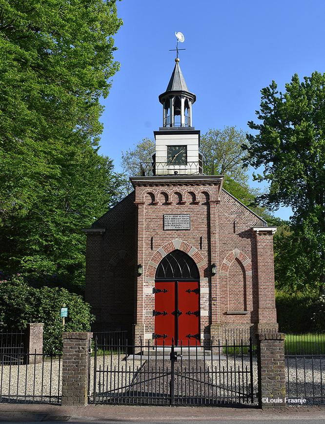Vooraanzicht van de Kapel en hoofdingang - Foto: ©Louis Fraanje