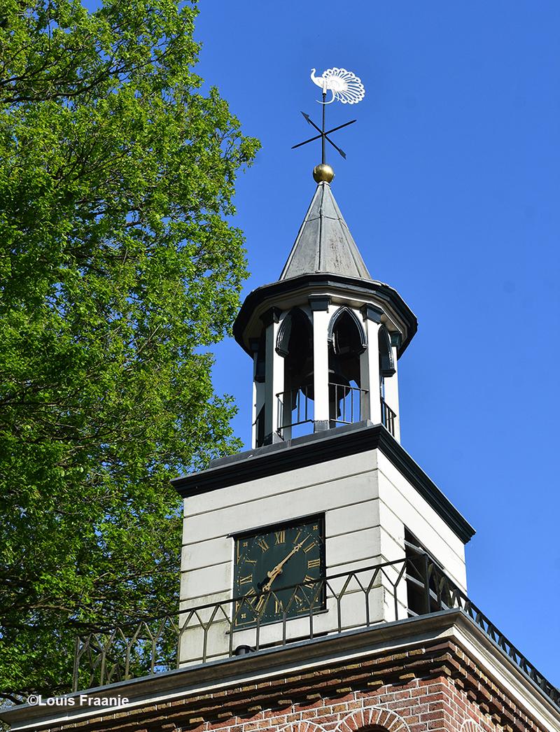 Torentje met de Witte Pauw als windwijzer - Foto: ©Louis Fraanje