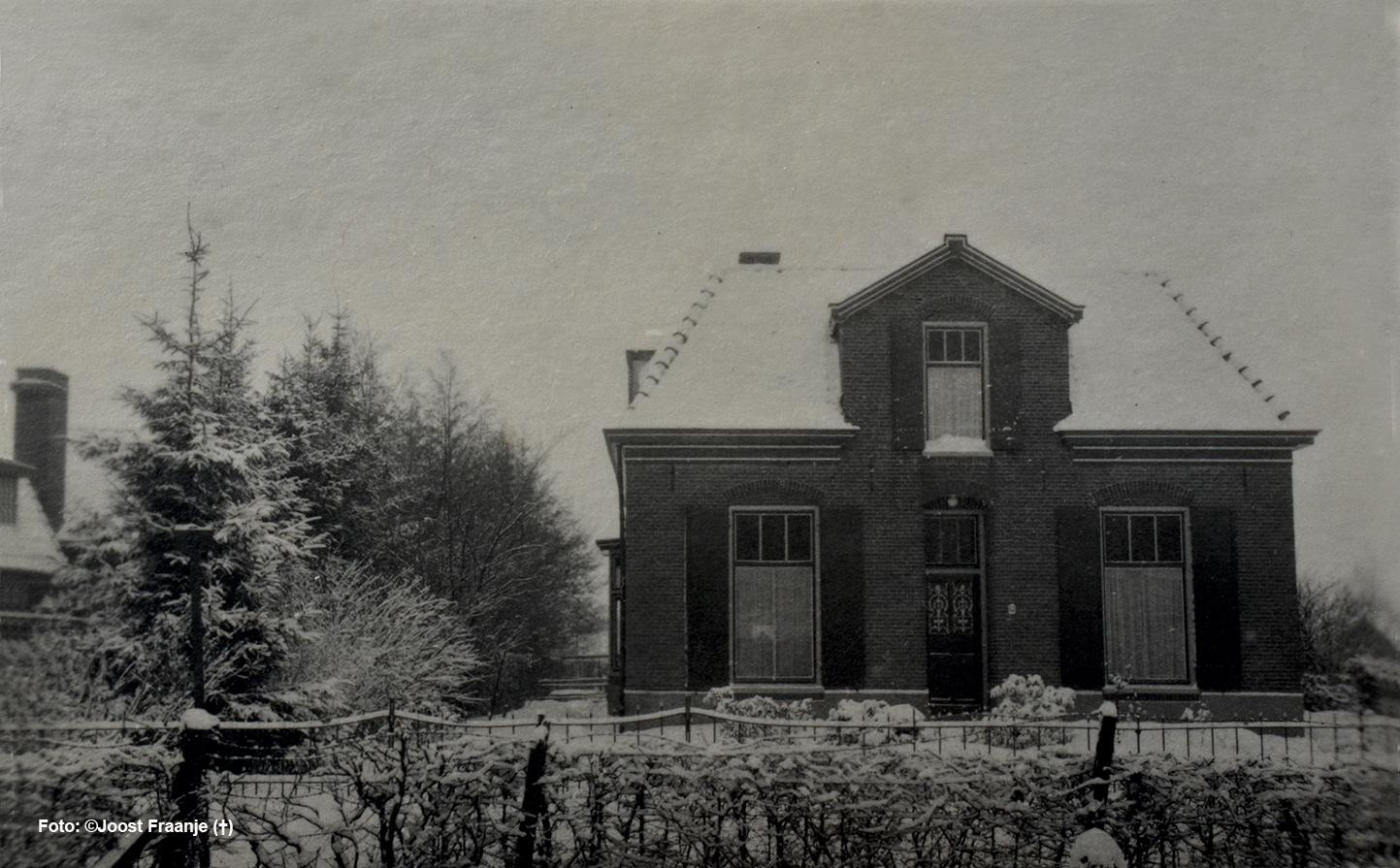 Een prachtige winterse opname van de oude pastorie aan de Ds. Fraanjestraat in Barneveld - Foto: ©Joost Fraanje(†)