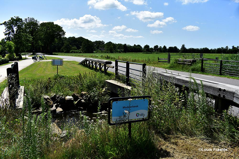 De Modderbeek net buiten Achterveld richting Leusden - Foto: ©Louis Fraanje