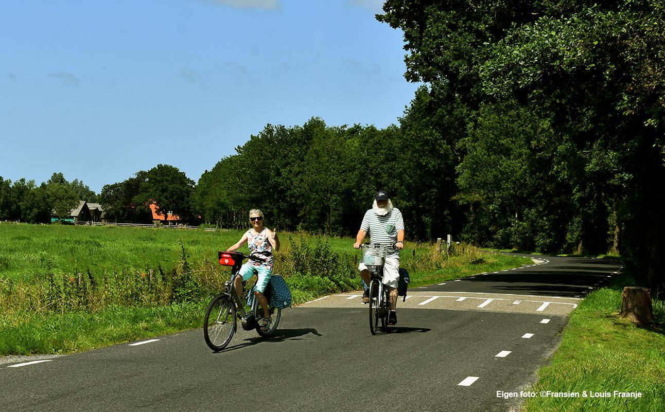 De Heitrappers op hun Harley Trapson fietsen hier tussen Achterveld en Scherpenzeel -Eigen opname: ©Fransien en Louis Fraanje