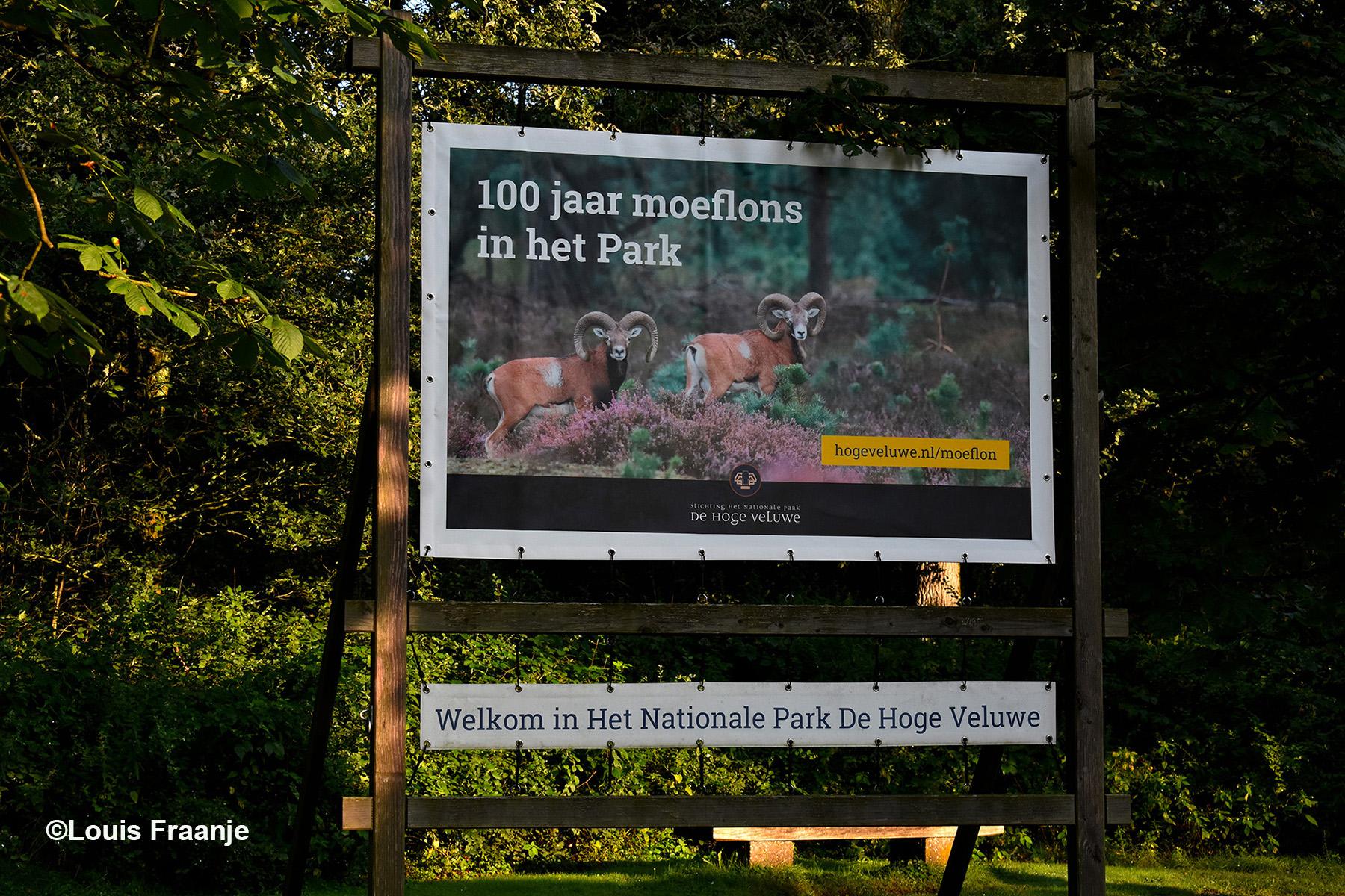 Het enorme bord bij de ingang Schaarsbergen - Foto: ©Louis Fraanje