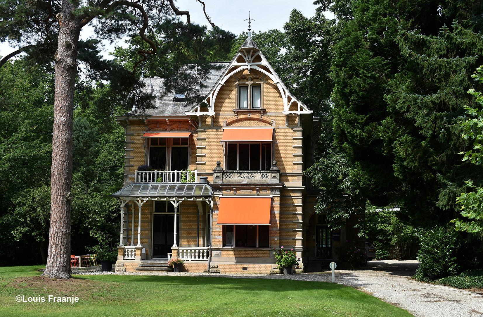 De prachtige villa van EMS Netwerk Notarissen aan de Dorpsstraat in Doorn, is een lust voor het oog! - Foto: ©Louis Fraanje