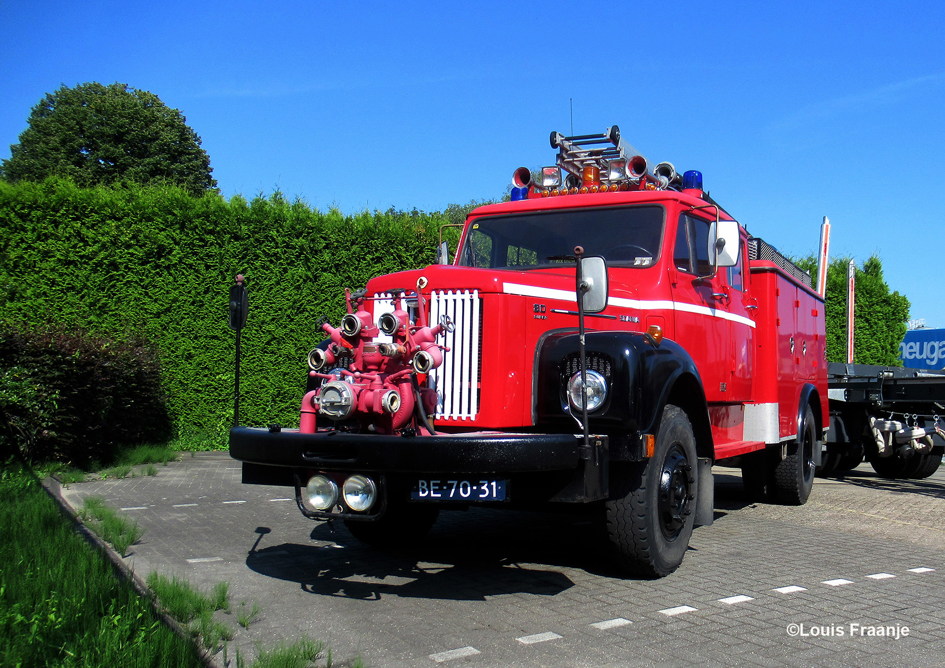 In Scherpenzeel zagen wij deze prachtige antieke brandweerauto staan. Een Scania 80 super torpedo - Foto: ©Louis Fraanje