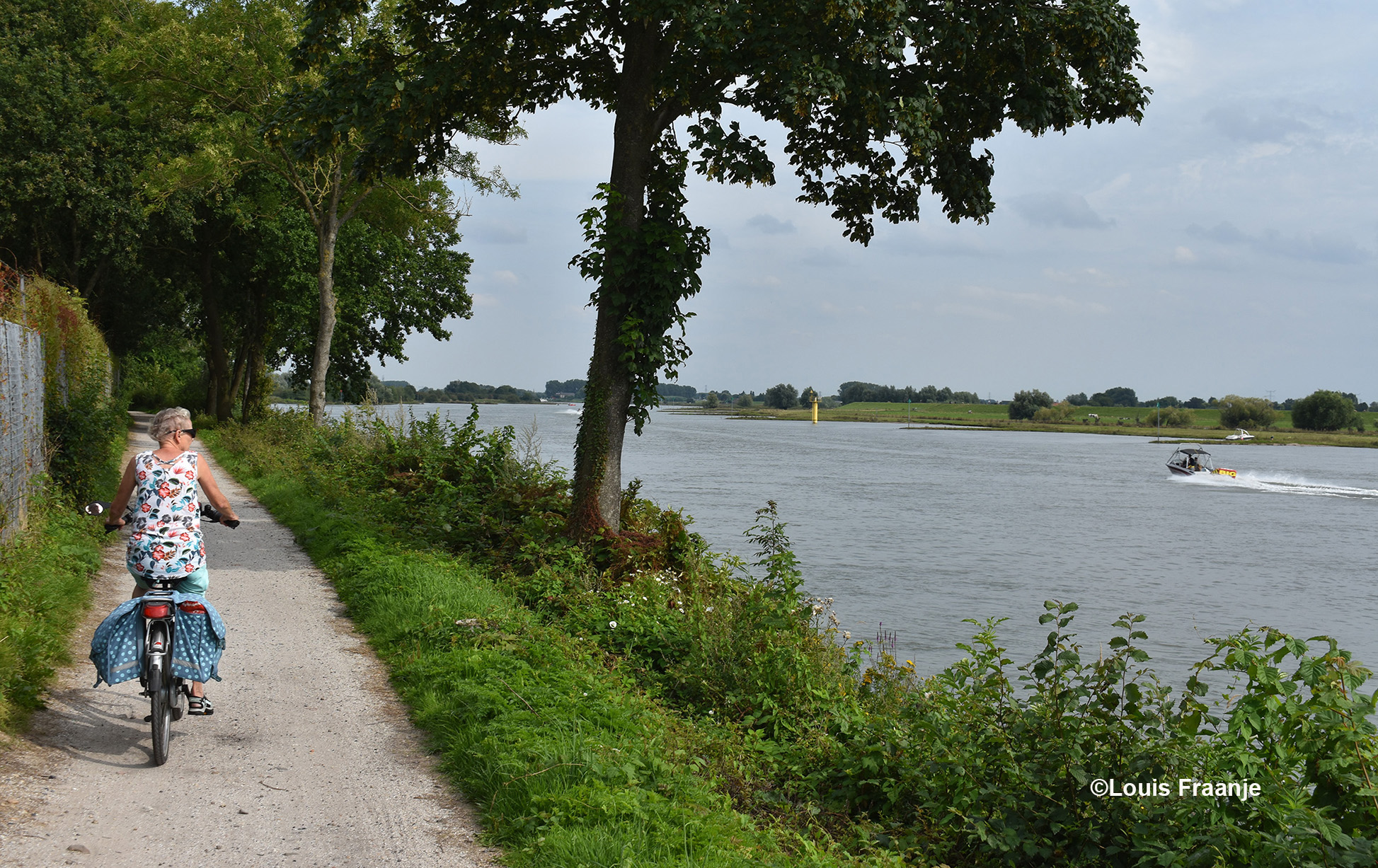 En dan vanaf Rhenen onderlangs de rivier de Nederrijn, een heerlijke route - Foto: ©Louis Fraanje