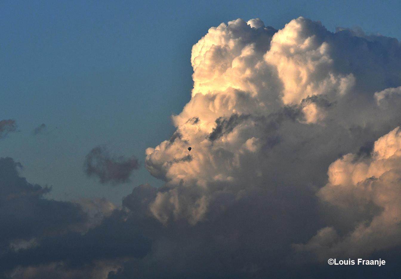 In de omgeving van zijn neus kwam een luchtballon voorbij varen - Foto: ©Louis Fraanje