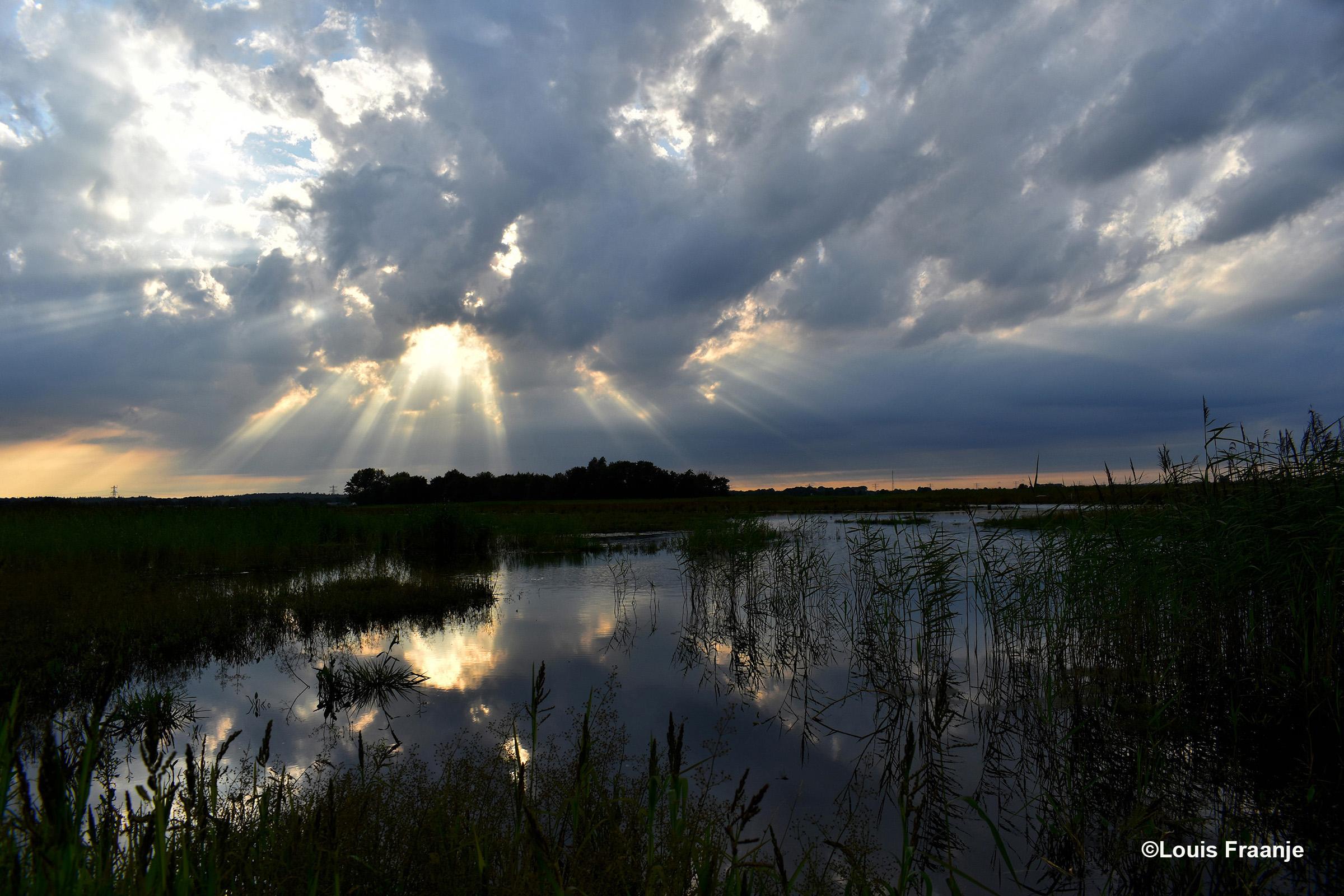 Jakobsladders weerspiegelen in het water - Foto: ©Louis Fraanje