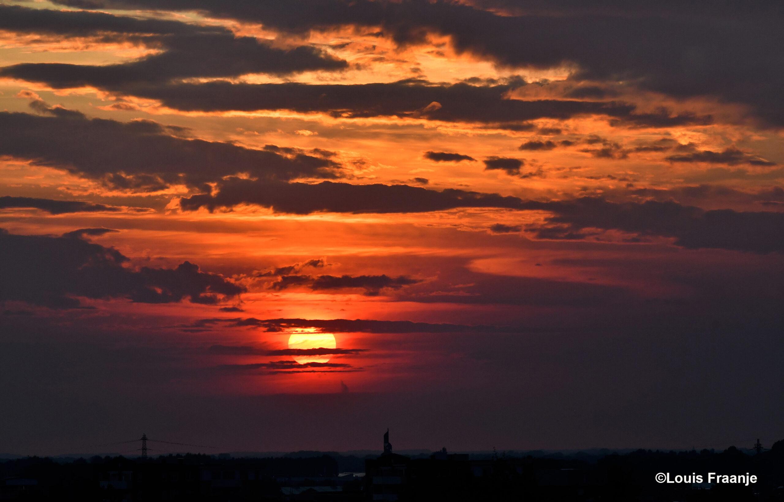 Vanavond weer genoten van een schitterende zonsondergang - Foto: ©Louis Fraanje