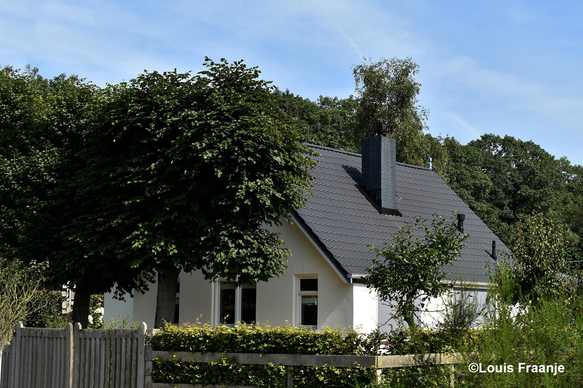 Op het Boveneinde bij Kootwijk stoppen we in de buurt van de oude boswachterswoning van mijn inmiddels overleden opa Gerrit Van Uffelen. Het is nu een particuliere woning - Foto: ©Louis Fraanje