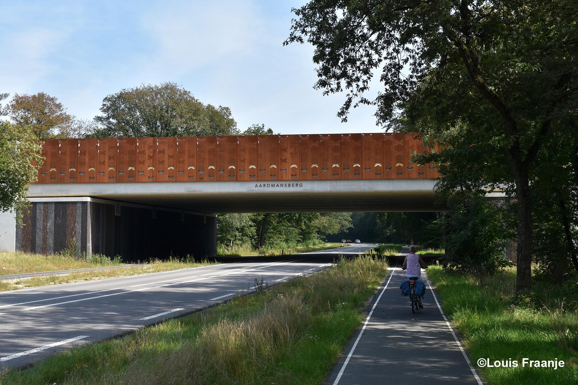 Het ecoduct Aardmansberg dat weer een extra verbinding voor de fauna is in het Kroondomein - Foto: ©Louis Fraanje